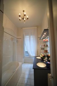 Suite Edouard Herriot, Отели типа «постель и завтрак»  Лион - big - 7