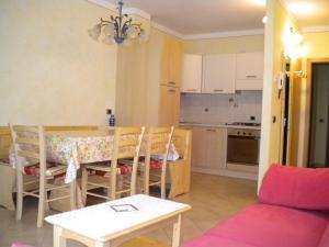 Casa Collini, Ferienwohnungen  Pinzolo - big - 12