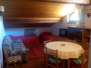 Casa Collini, Ferienwohnungen  Pinzolo - big - 18