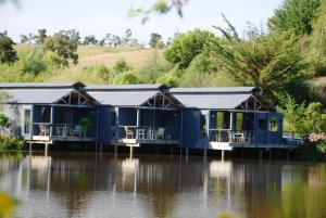 Aporo Pondsiders Luxury Cottages
