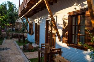 Courtyard, Hotely  Kalkan - big - 42