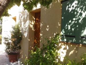 Aux Amandiers, Bed and Breakfasts  Fréjus - big - 2
