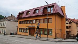 Studios Bambola, Вишеград
