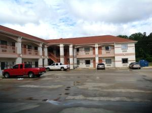 Hometowner Inn & Suites