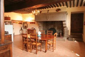 Le Logis d'Equilly, Отели типа «постель и завтрак»  Équilly - big - 10