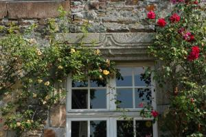 Le Logis d'Equilly, Bed and Breakfasts  Équilly - big - 12