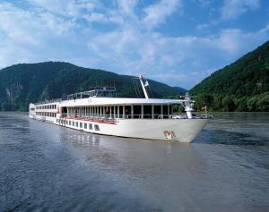 Fairtours Hotelschiff Regina Rheni **** Neuss
