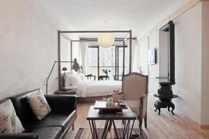 SOFAR Lake-view Hotel
