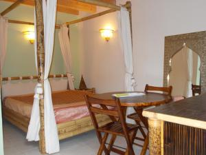 Aux Amandiers, Bed and Breakfasts  Fréjus - big - 5