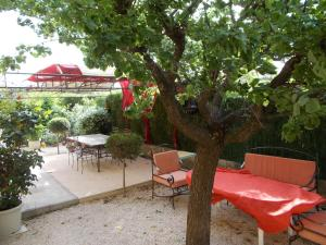 Aux Amandiers, Bed and Breakfasts  Fréjus - big - 8