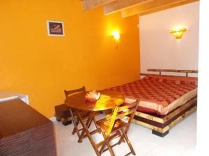 Aux Amandiers, Bed and Breakfasts  Fréjus - big - 9