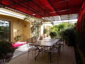 Aux Amandiers, Bed and Breakfasts  Fréjus - big - 10