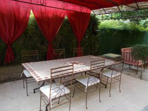 Aux Amandiers, Bed and Breakfasts  Fréjus - big - 26