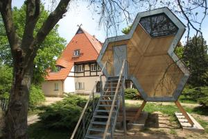 DJH Jugendherberge Beckerwitz mit design|Baumhausdorf