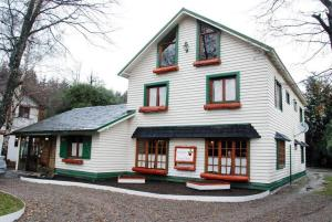 Hosteria Verena´s Haus, Penziony – hostince  Villa La Angostura - big - 1