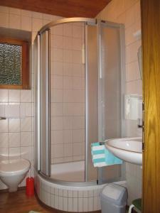 Landhaus Neubauer - Zimmer, Bed and Breakfasts  Millstatt - big - 27