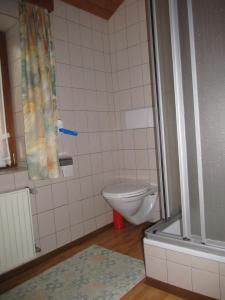Landhaus Neubauer - Zimmer, Bed and Breakfasts  Millstatt - big - 22