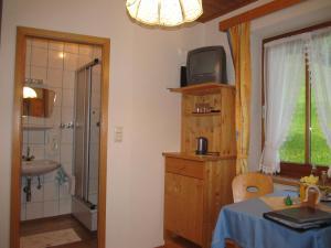 Landhaus Neubauer - Zimmer, Bed and Breakfasts  Millstatt - big - 13