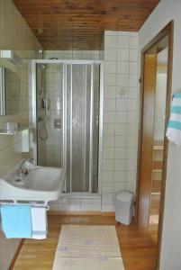 Landhaus Neubauer - Zimmer, Bed and Breakfasts  Millstatt - big - 8