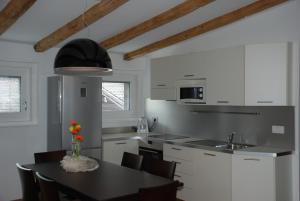 Aparthotel Pichler, Aparthotels  Colle Isarco - big - 3