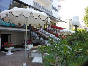 Hotel Lux, Hotel  Cesenatico - big - 53