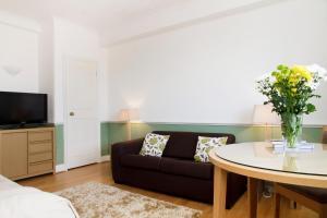 Sloane Avenue Apartment