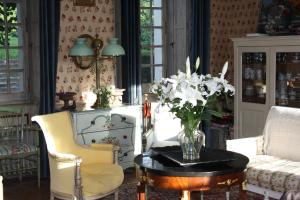 Demeure de Villiers, Bed and Breakfasts  Coudeville - big - 42