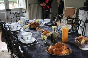 Demeure de Villiers, Bed and Breakfasts  Coudeville - big - 31