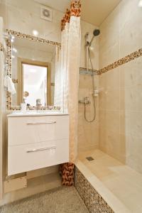 RentBel White Hall Apartments - фото 11