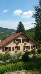 Gites Les Mérilles, Дома для отпуска  Le Ménil - big - 3