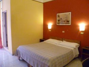Hotel Pensione Romeo, Hotely  Bari - big - 17
