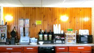 Budget Host Airport Inn, Мотели  Waterville - big - 11