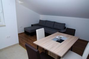 Apartments Deak, Apartmány  Janjina - big - 26