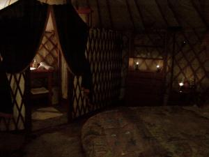 Almond Grove Yurt Hotel, Luxury tents  Ábrahámhegy - big - 38