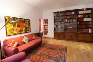 Clodio Halldis Apartment