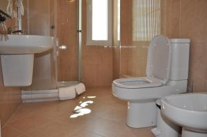Grand White City Hotel, Hotels  Berat - big - 7