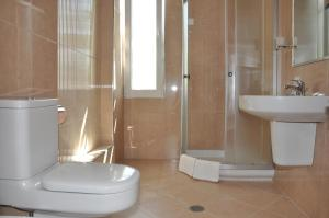 Grand White City Hotel, Hotels  Berat - big - 6