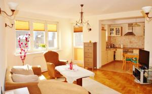 Large Two-Bedroom Apartment with Balcony - Poniatowskiego St. 15 - Sala d'estar separada Holiday Apartments Gdańsk
