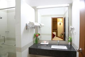Hotel Western Gatz, Отели  Theni - big - 2