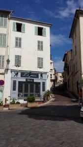 27 Place du Suquet Cannes photos