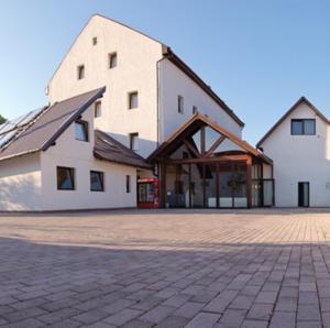 Edel House