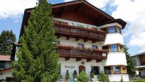 Kreuzhof, Bed and breakfasts  Seefeld in Tirol - big - 42