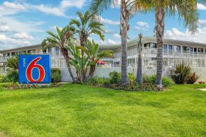 Motel 6 Santa Barbara - Beach photos