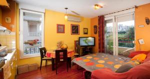 Apartment Sunny Yellow