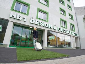 HB1 Schonbrunn Budget & Design
