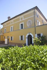 Rental apartments on the coast of Todi
