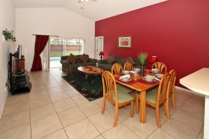 Flexible Pay Vacation Homes, Holiday homes  Kissimmee - big - 48