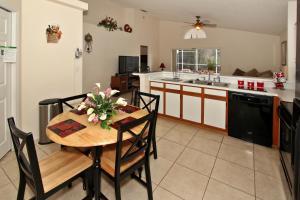 Flexible Pay Vacation Homes, Holiday homes  Kissimmee - big - 16