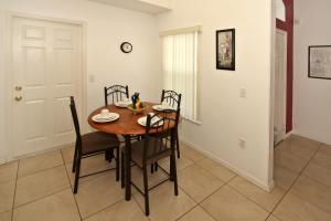 Flexible Pay Vacation Homes, Holiday homes  Kissimmee - big - 40