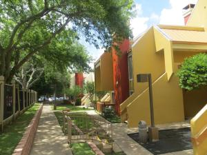 Orangewood Suites University